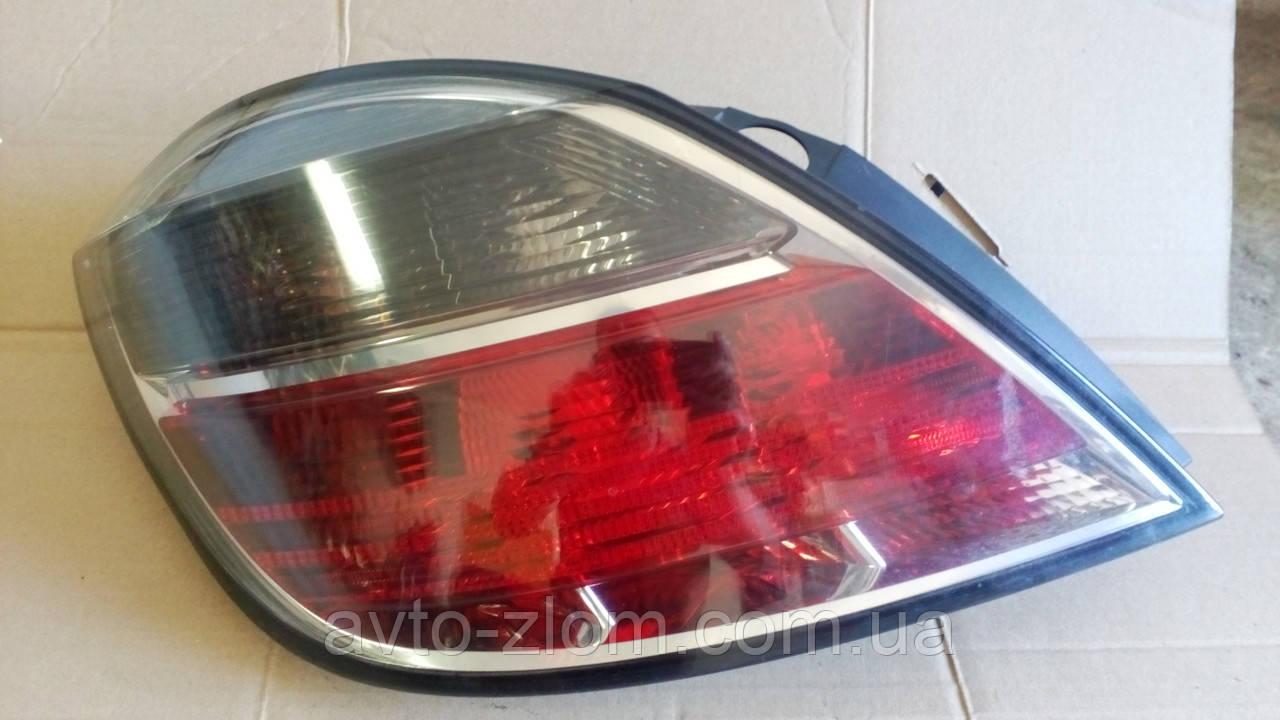 Задний левый фонарь Opel Astra H, Опель Астра H хетчбек. Рестайлинг.