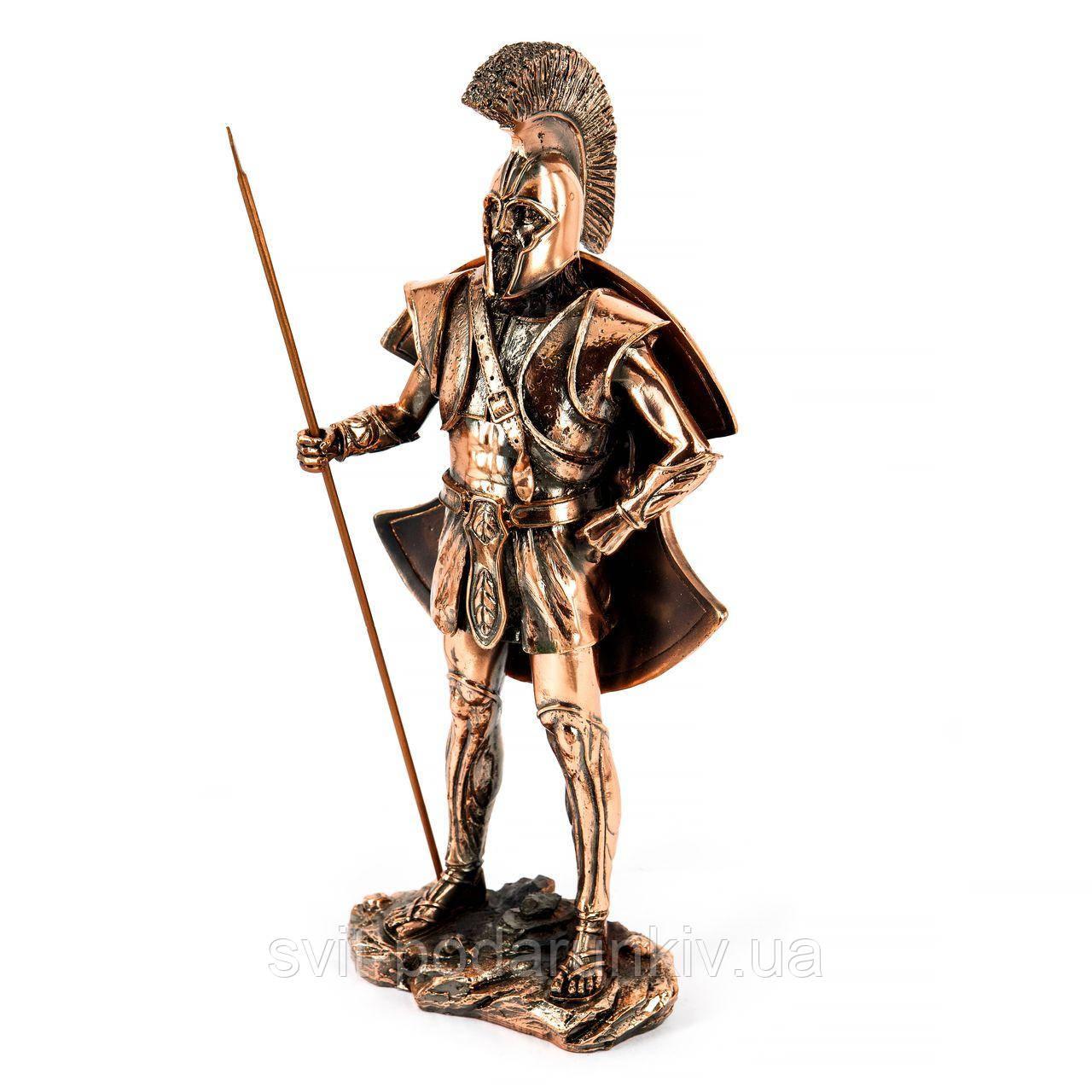 Статуэтка воина с копьем