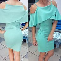 Облегающее летнее платье на бретелях с воланом