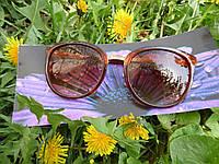 Стильные солнцезащитные очки коричневые