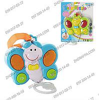 Подвеска на коляску 0609G-9, яркая музыкальная бабочка 13*11 см, регулировка громкости, на батарейках, 2 цвета