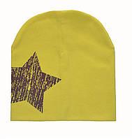 Детская демисезонная шапка со звездой.