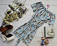 Супер модное платье-трансформер с двумя рюшами,поясом и очень ярким принтом: белая магнолия голубой