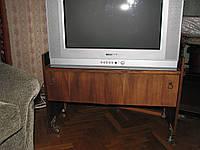 Тумба под телевизор б/у в хорошем состоянии