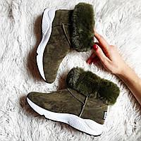 Короткие замшевые женские ботиночки с опушкой цвет хаки