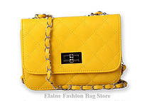 Изящная женская желтая сумочка Шанель с длинным ремешком
