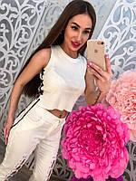 Модные белые женские брюки на переплете