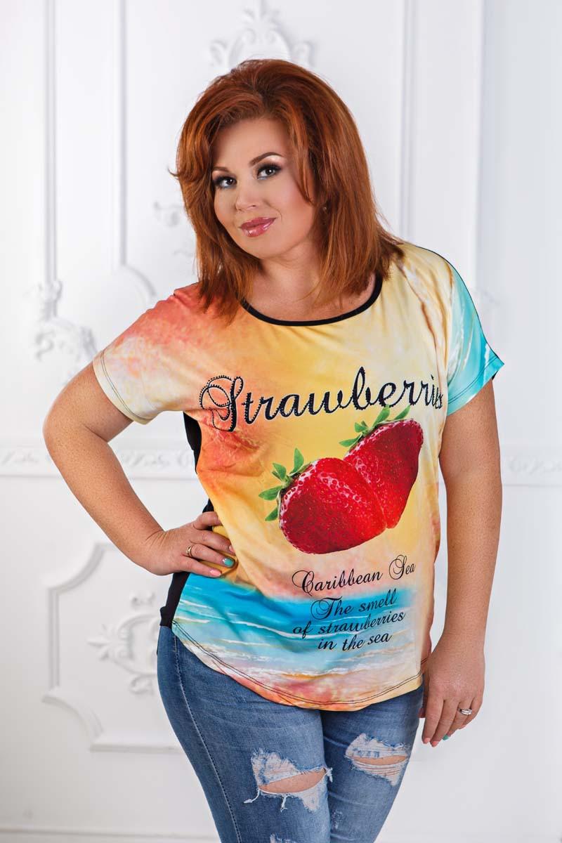 """Стильная женская футболка в больших размерах 7329 """"Клубничка"""""""