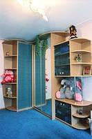 Шкаф-купе в детскую комнату угловой