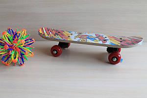 Маленький деревянный скейтборд