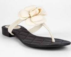 Модные шлепанцы Chanel