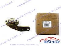 Ролик боковой двери (нижний, короткий кронштейн) VW T4  / MAXGEAR / 701843406A/MG