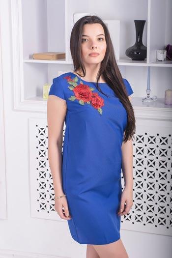 Синее летнее платье с вышивкой