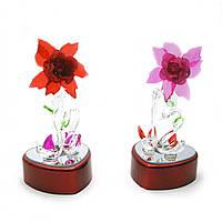 Лебеди хрустальные с цветком с подсветкой 12х6х6,5см (25579)
