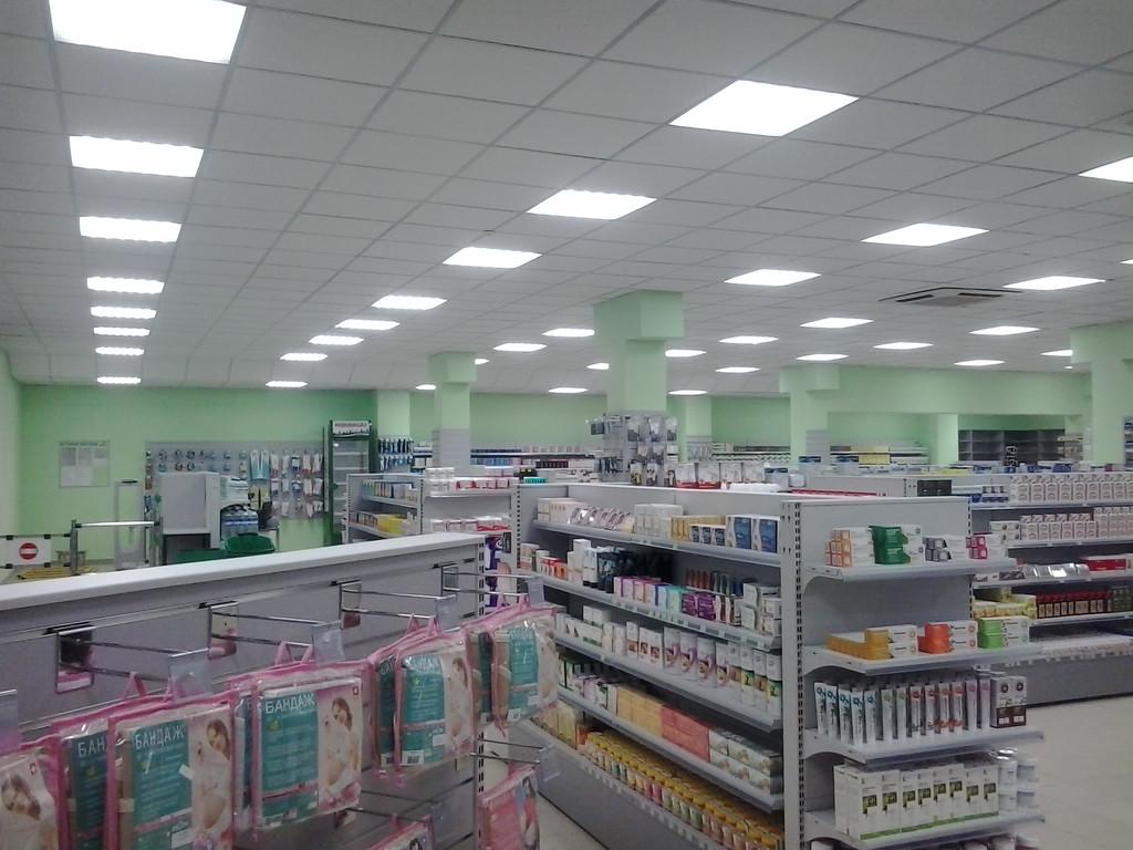 Освещение торгового зала аптеки