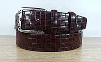 Джинсовый  ремень с тиснением коричневого цвета