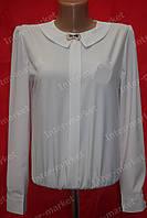 Школьная блуза с брошкой на девочку