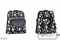 Стильная черная сумка-рюкзак с принтом - косметика