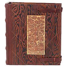 """Фотоальбом в кожаном переплете украшен деревянной накладкой с магнитными листами """"Дерево жизни"""""""