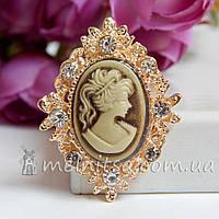 Камея в золотистой оправе со стразами, 3х2,5 см