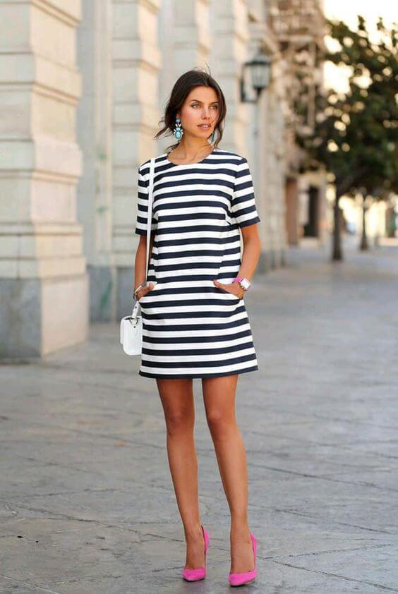 с чем носить трикотажное платье в полоску