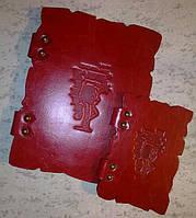 Шкіряна папка для меню червона.