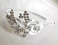 Обруч для волос белый цветок, металлический