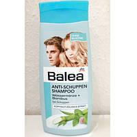 Шампунь для волос женский Balea 300 мл против перхоти