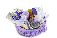 Женский подарочный набор в фиолетовой корзине