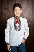 Оригинальная вышитая рубашка для мальчика с красивыми манжетами и бомбонами