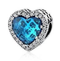 Серебряный шарм Пандора (Pandora) голубые лучистые сердца