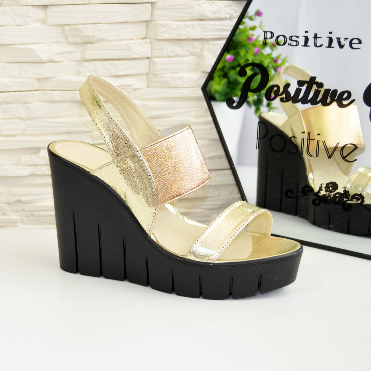 947763866f9e Женские кожаные босоножки на высокой черной платформе. Цвет золото.:  продажа, цена ...