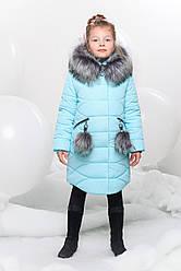 Детская зимняя куртка застегивается на «молнию»