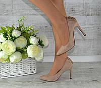 Туфли женские на высоком каблуке. Бежевые с декоративным шнурком на пятке.