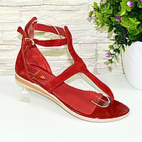 Женские замшевые босоножки на низком ходу, цвет красный. 37 размер