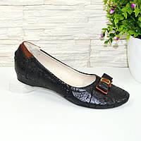 Женские замшевые туфли на низком ходу, декорированные бантиком. Цвет черный. 37 размер