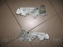 Петля капота правая 7700302754 б/у на Renault Kangoo год 1997-2003