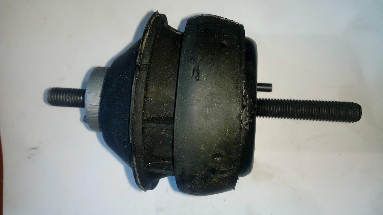 Подушка двигуна Тransit 95 -- LH