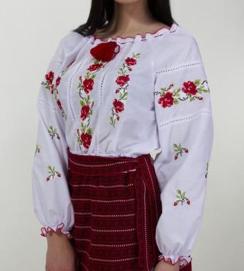 Качественная женская вышиванка на батисте