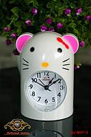 """Часы настольные """"Hello Kitty""""."""
