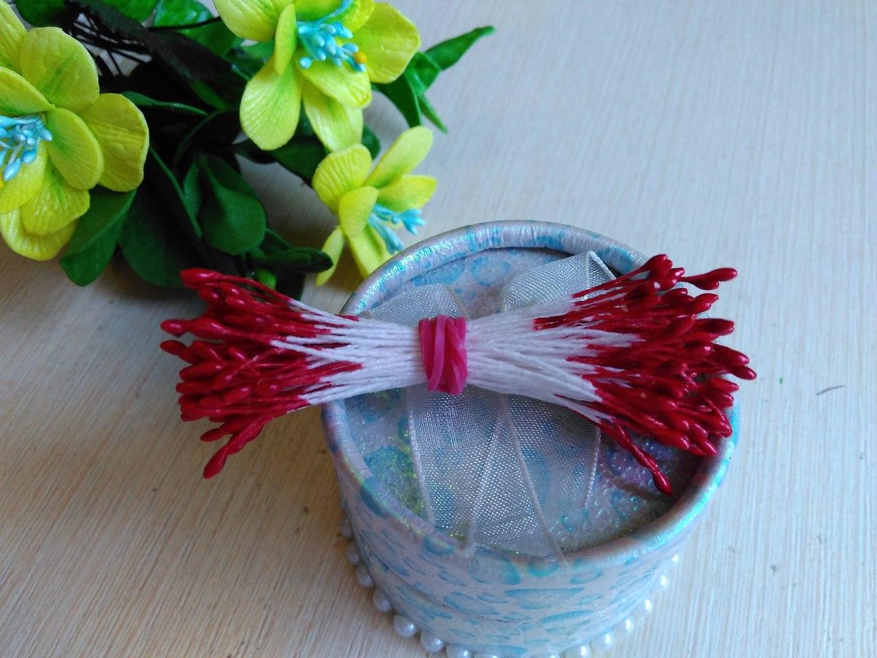 Тычинки мелкие (2-3 мм) цвет красный глянец