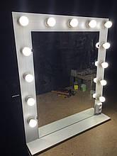 Настенное зеркало с лампочками для макияжа с надставкой.