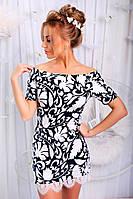 Платье с белым гипюром