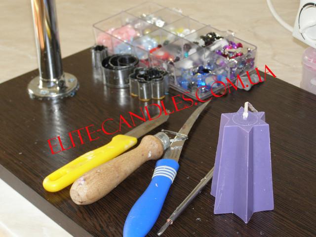 Заготовка и специальные ножи для резки резной свечи ручной работы.
