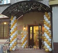Оформление воздушными шариками магазина колбас