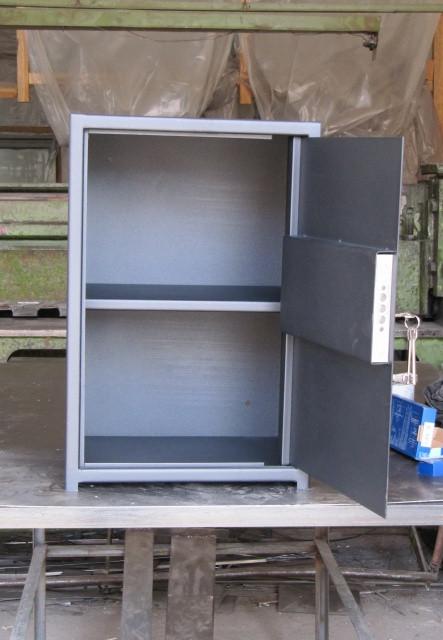 Сейф бухгалтерский СБ-600П со съемной полкой