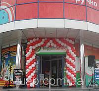 Оформление входа воздушными шарами, открытие в торговом центре обувного магазина