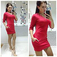 Красное платье с жемчугом