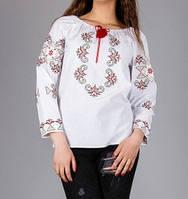 Красивая женская блуза с вышитым орнаментом золотистыми нитками