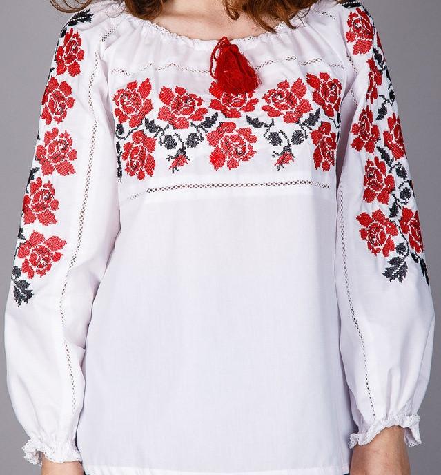 Женская блуза с вышивкой ,выполненой на тонком батисте